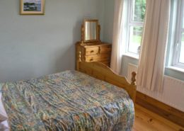 Kinnegar Beach Cottage Rathmullan - ground floor bedroom