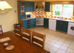 Kinnegar Beach Cottage Rathmullan - kitchen