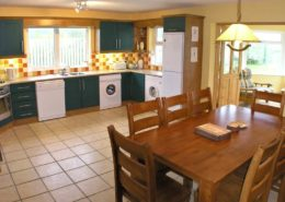Kinnegar Beach Cottage Rathmullan - kitchen and dining area