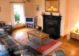 Kinnegar Beach Cottage Rathmullan - living room