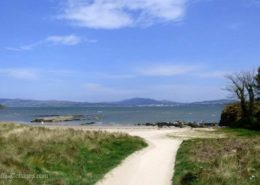 Kinnegar Beach Cottage Rathmullan - path from the house to the beach
